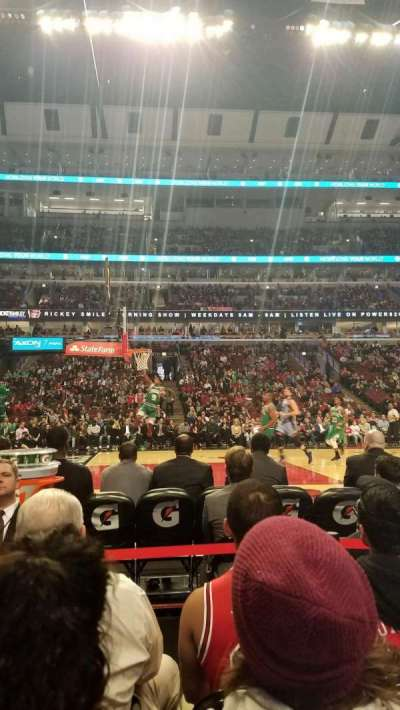 United Center, sección: 102, fila: 1, asiento: 4