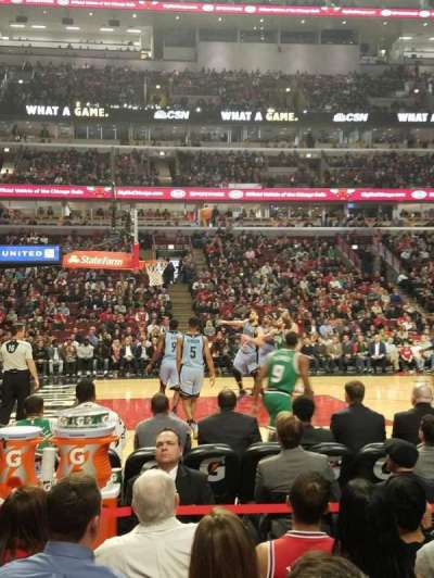 United Center, sección: 102, fila: 3, asiento: 4