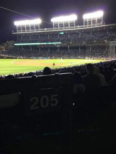 Wrigley Field, sección: 205, fila: 1, asiento: 102