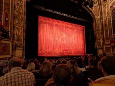 Cadillac Palace Theater, sección: Orchestra L, fila: N, asiento: 19