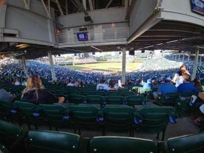 Wrigley Field, sección: 220, fila: 20, asiento: 102