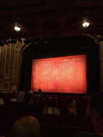 Cadillac Palace Theater, sección: ORCH-R, fila: V, asiento: 18