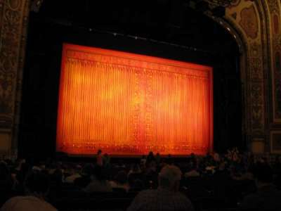 Cadillac Palace Theater, sección: Orchestra L, fila: R, asiento: 11