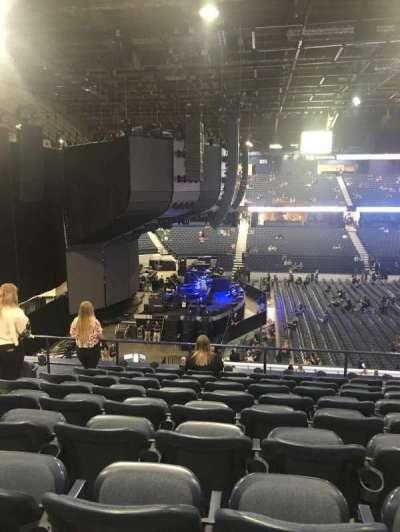 Allstate Arena, sección: 203, fila: J, asiento: 28
