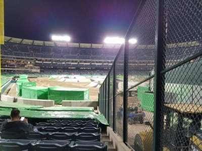 Angel Stadium, sección: F135, fila: U, asiento: 18