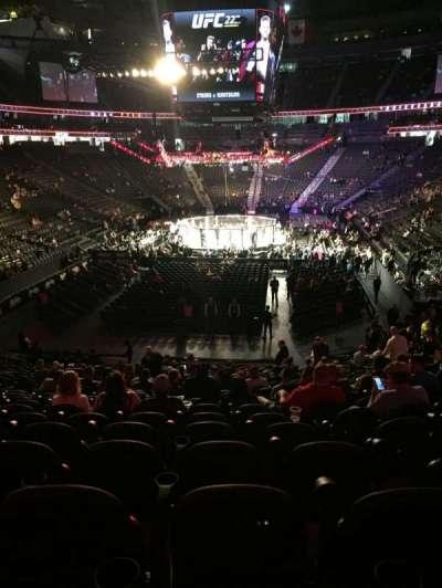 T-Mobile Arena, sección: 1, fila: W, asiento: 11