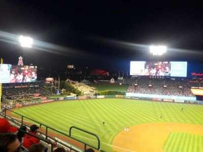Angel Stadium, sección: V413, fila: E, asiento: 6
