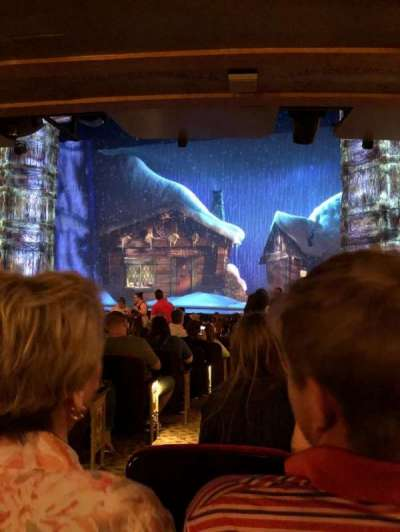 St. James Theatre, sección: Right, fila: O, asiento: 4