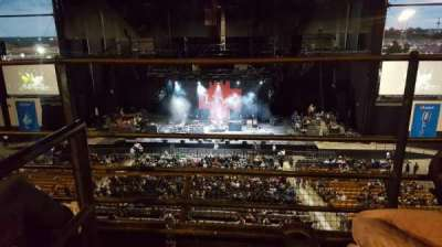 Hollywood Casino Amphitheatre (Tinley Park), sección: Suite 211, fila: 2, asiento: Aisle