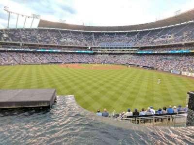Kauffman Stadium, sección: 202, fila: A, asiento: 1