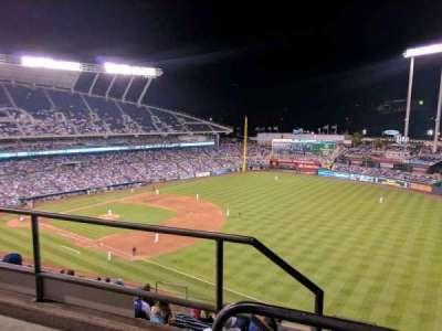 Kauffman Stadium, sección: 437, fila: m, asiento: 1