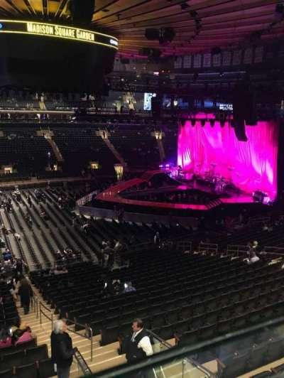 Madison Square Garden, sección: 210, fila: 1, asiento: 20-21