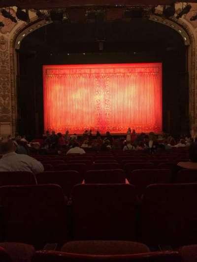 Cadillac Palace Theater, sección: Orchestra, fila: T, asiento: 110