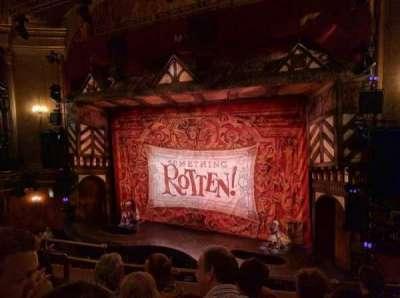 St. James Theatre, sección: MEZZR, fila: E, asiento: 14