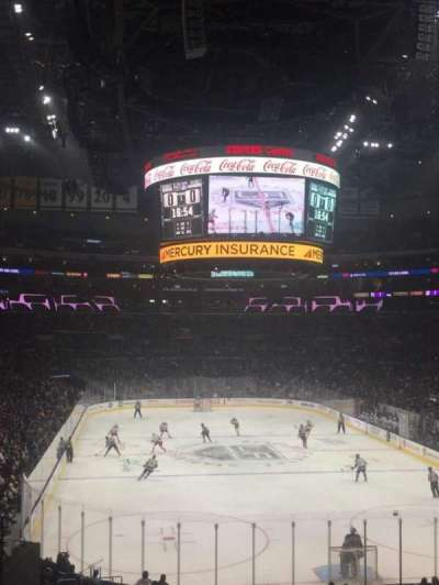 Staples Center, sección: 208, fila: 8, asiento: 17