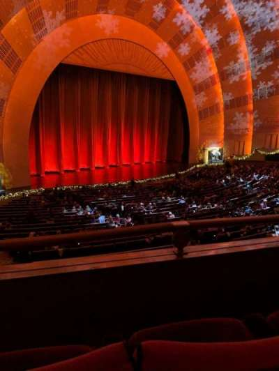Radio City Music Hall, sección: 1st Mezzanine 7, fila: BB, asiento: 710