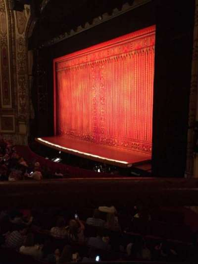 Cadillac Palace Theater, sección: Dress Circle Right, fila: AA, asiento: 2