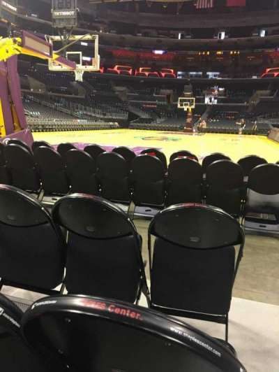 Staples Center, sección: 106, fila: D, asiento: 1