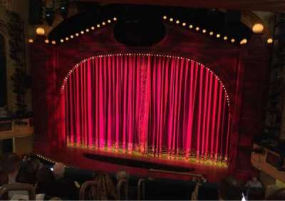 Shubert Theatre, sección: Mezzanine Right, fila: F, asiento: 2