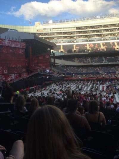 Soldier Field, sección: 142, fila: 19 , asiento: 10