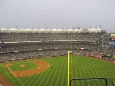 Yankee Stadium, sección: 413, fila: 7, asiento: 18