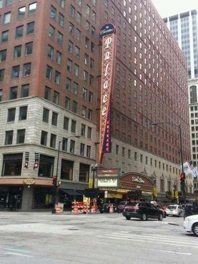 Cadillac Palace Theater, sección: outside