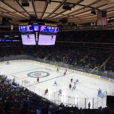 Madison Square Garden, sección: 215, fila: 5, asiento: 4