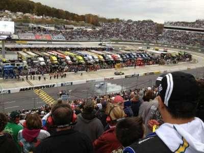 Martinsville Speedway, sección: H, fila: 42, asiento: 22