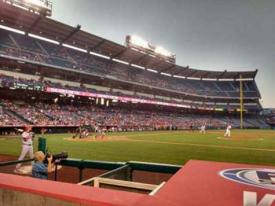Angel Stadium, sección: F124, fila: d, asiento: 11