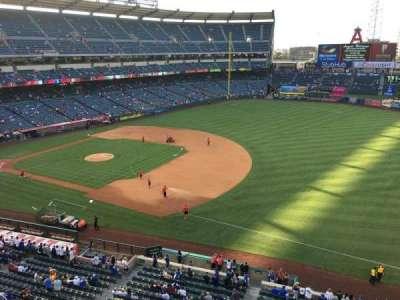 Angel Stadium, sección: V428, fila: B, asiento: 1