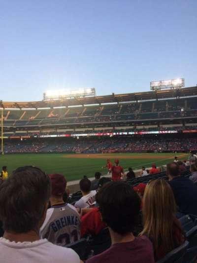 Angel Stadium, sección: F105, fila: G, asiento: 10
