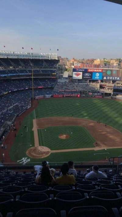 Yankee Stadium, sección: 418, fila: 12, asiento: 11