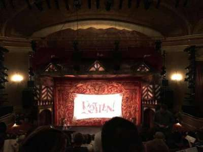 St. James Theatre, sección: Mezzanin, fila: M, asiento: 107