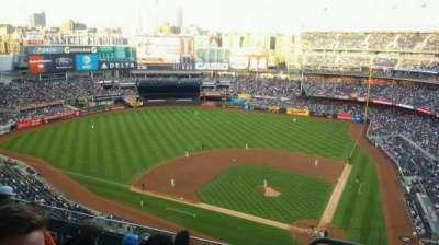 Yankee Stadium, sección: 422, fila: 6, asiento: 1
