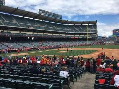 Angel Stadium, sección: F126, fila: S, asiento: 1