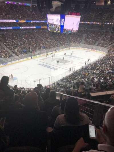 T-Mobile Arena, sección: 105, fila: L, asiento: 8