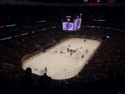 Honda Center, sección: 141, fila: R, asiento: 13