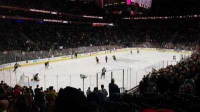 T-Mobile Arena, sección: 2, fila: Q, asiento: 19