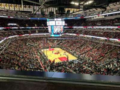 United Center, sección: 328, fila: 1, asiento: 11