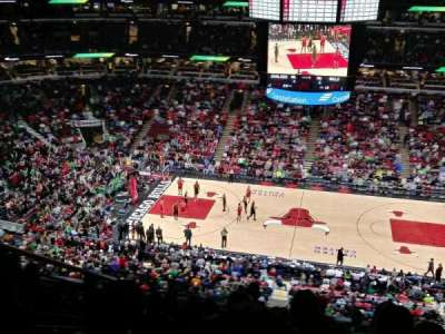 United Center, sección: 334, fila: 9, asiento: 15