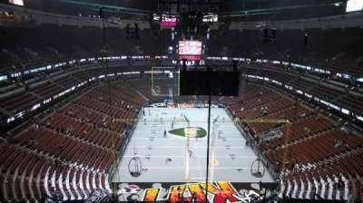Honda Center, sección: 423, fila: M, asiento: 8