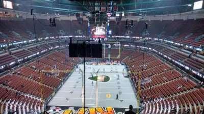 Honda Center, sección: 422, fila: M, asiento: 8