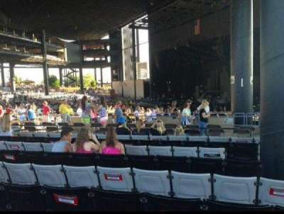 Hollywood Casino Amphitheatre (Tinley Park), sección: 203, fila: WW, asiento: 1-3