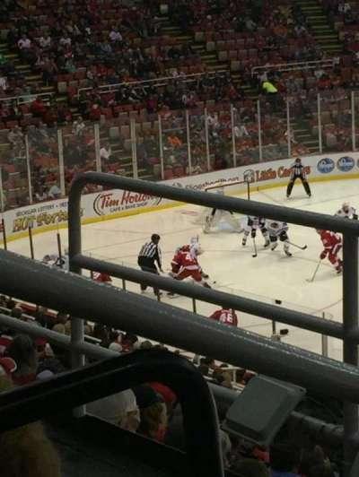 Joe Louis Arena, sección: 220, fila: 3, asiento: 6