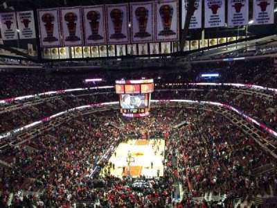 United Center, sección: 325, fila: 12, asiento: 8