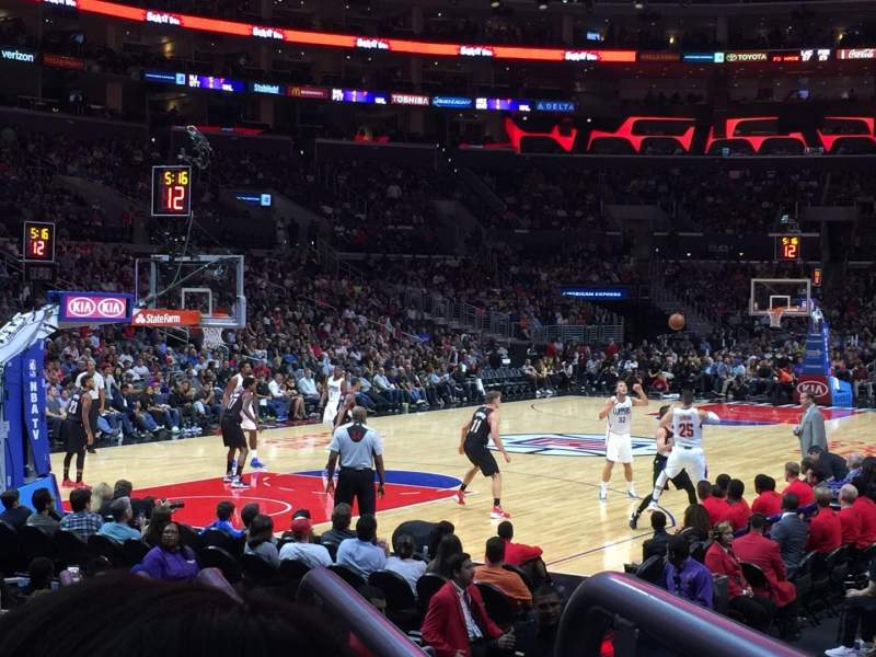 Staples Center, sección: 105, fila: 9, asiento: 1