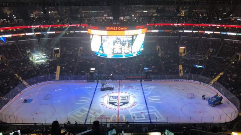Staples Center, sección: 318, fila: 9, asiento: 15