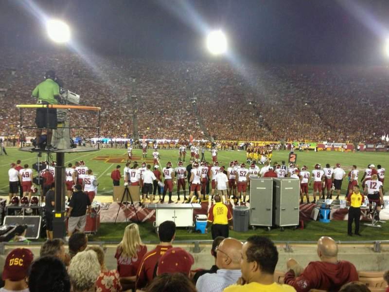 Vistas desde el asiento para Los Angeles Memorial Coliseum Sección 106B Fila 7 Asiento 8