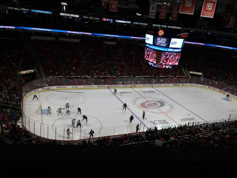 PNC Arena, sección: 306, fila: A, asiento: 22