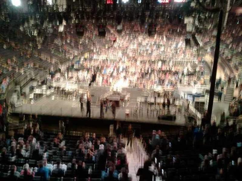 Madison Square Garden, sección: 319, fila: 1, asiento:  12